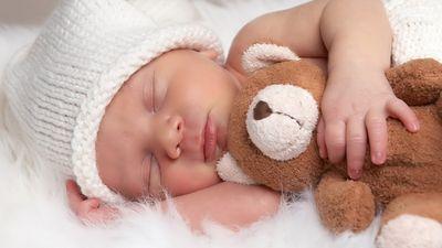 С кем спать новорождённому: все за и против