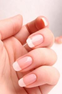 крепкие ногти 198x300 Модные секреты: репейное масло для ногтей